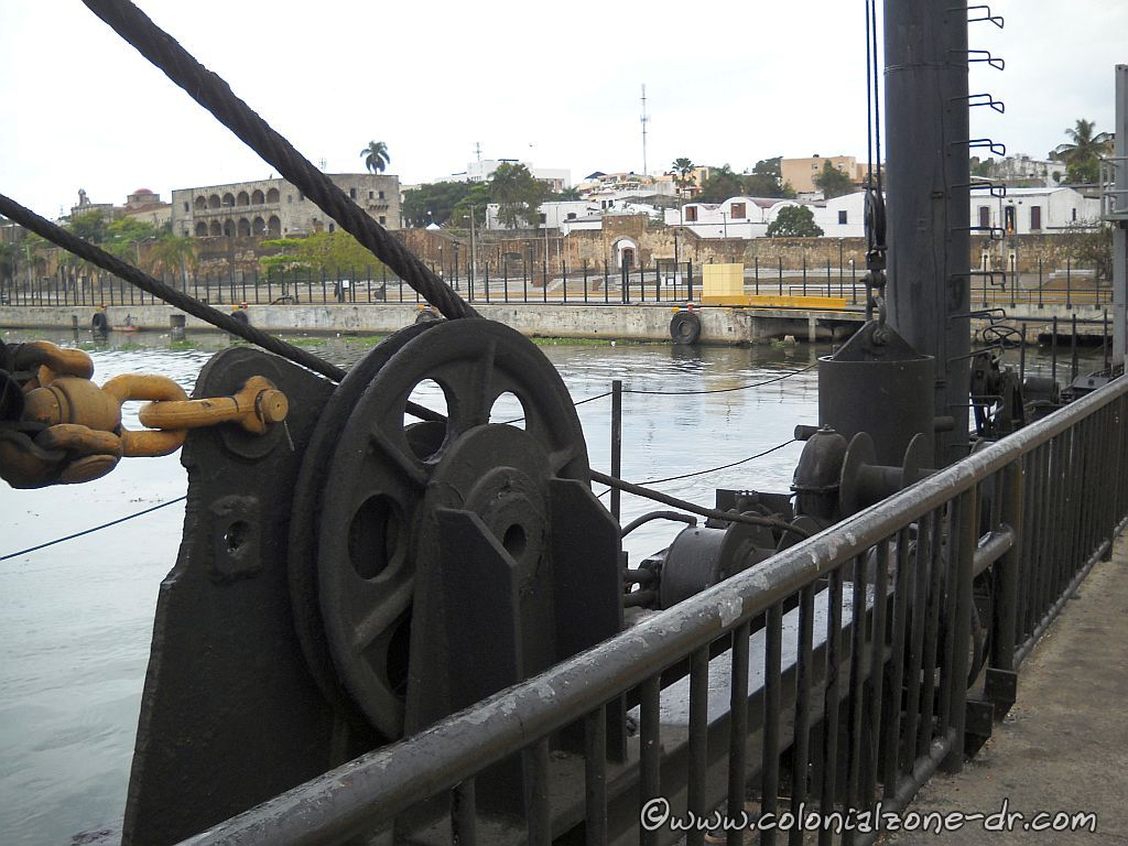 The Puente Flotante gears