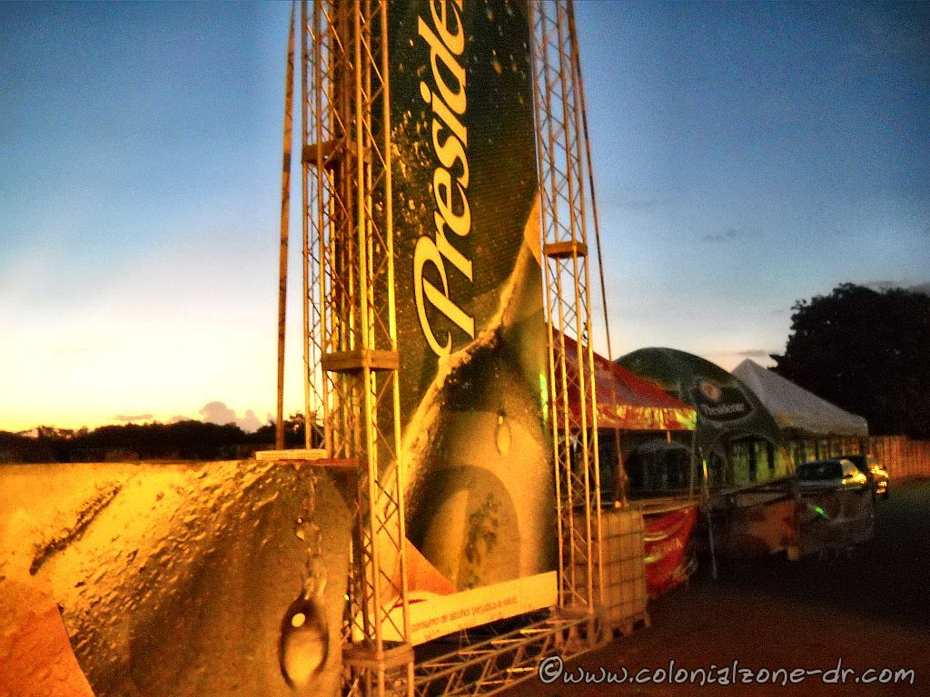 The Presidente Beer stand and others on Calle las Damas in the morning