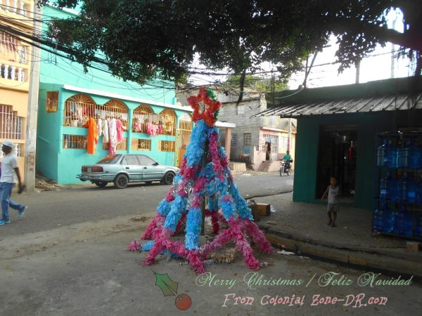 A plastic bag Christmas Tree on Calle Primera in Las Américas, Villa Faro.
