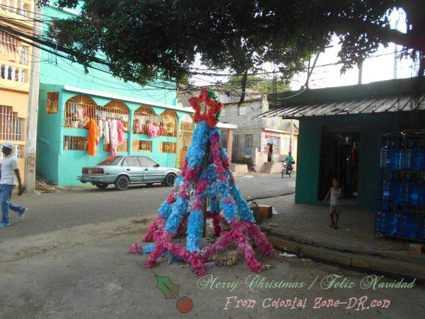 A plastic bag Christmas Tree on Calle Primera in Las Américas, Villa Faro.