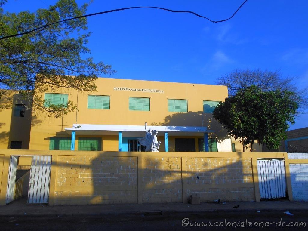 Escuela Primaria República de Uruguay Santo Domingo, Calle Caracas, Villa Francisca