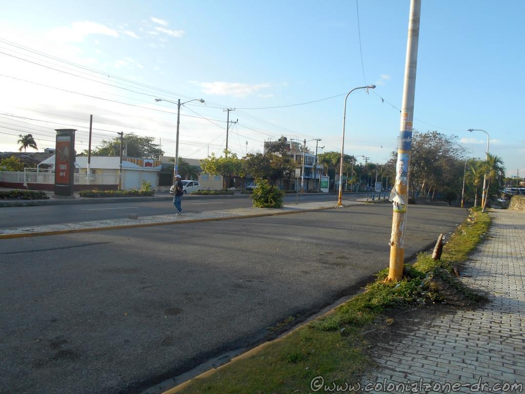 Avenida España usually full of traffic is empty