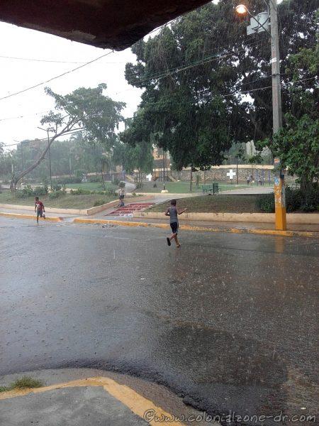 The kids enjoying playing in the rain at Parque La Francia, Villa Duarte in Santo Domingo Este