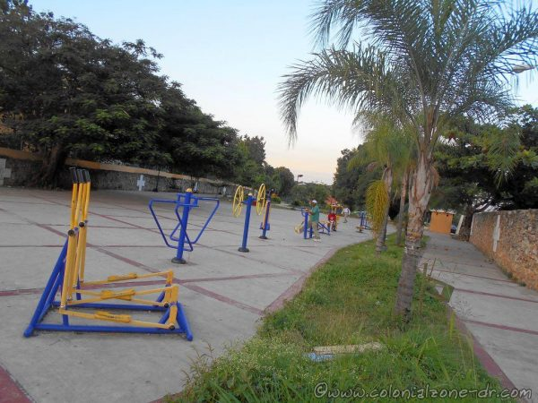 The exercise machines at the Parque La Francia, Villa Duarte, Santo Domingo Este, República Dominicana